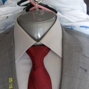 HHR7- Jos A Bank Lt Gray Windowpane Suit